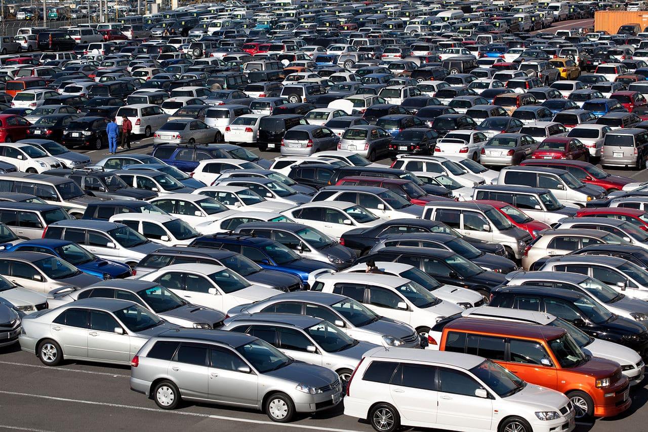 1280px-parking_lot_at_haa_kobe