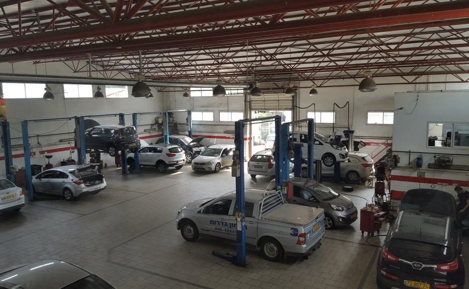 מרכז השרות של קיה רחובות משמש גם כמוסך מורשה לכל סוגי הרכב מטעם משרד התחבורה.