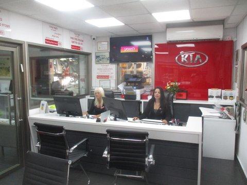 עמדת קבלת קהל, מרכז שירות קרל – קיה רמת גן