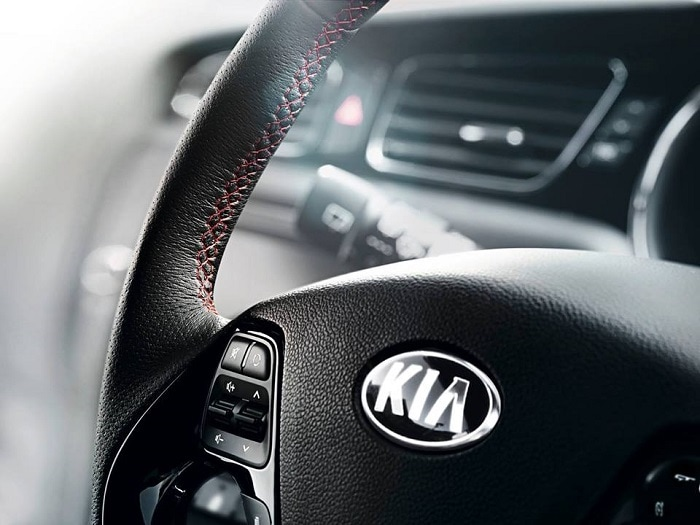 נהיגה נכונה ומערכות בטיחות . קיה