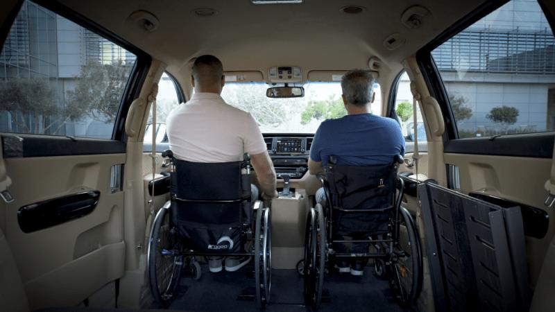 קיה קרניבל מונגש לנכים עם כיסא גלגלים